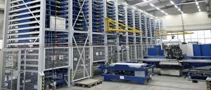 Vollautomatisches Blechhochregallager mit 200 Lagerplätzen