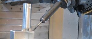 5-Achsenbearbeitung eines Bauteils aus Aluminium für die Luftfahrt.