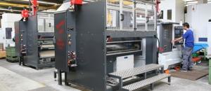 CNC Universaldrehmaschine mit Stangenautomat und Portalbeladeroboter